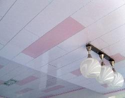 Облицовка потолка пластиковыми панелями фото