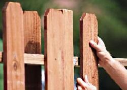 фото Установка деревянного забора