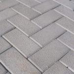 Как происходит процесс изготовления и укладки бетонной брусчатки