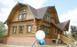 Бревенчатый дом с ломаной крышей